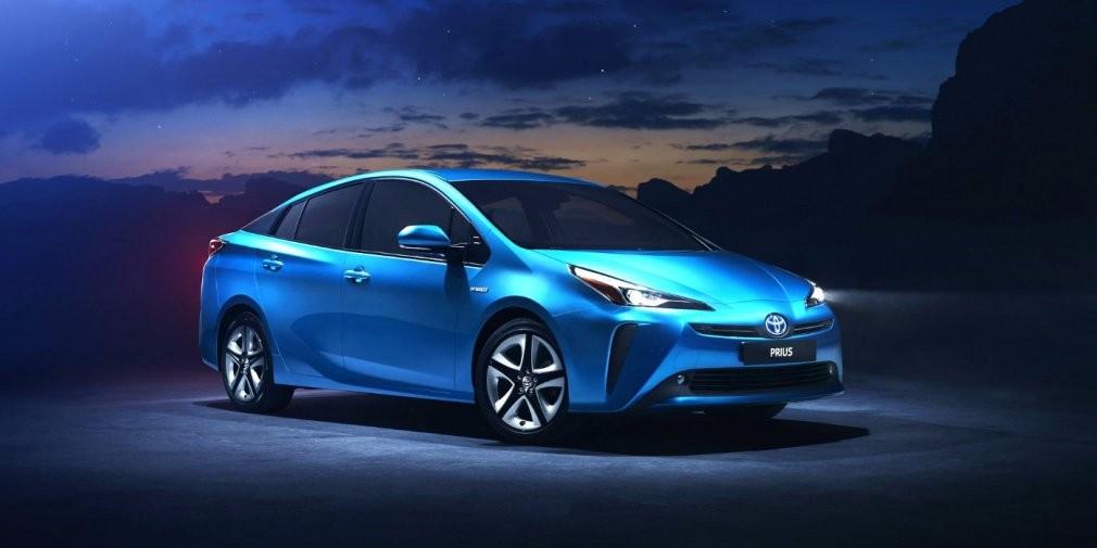 Toyota добавила гибриду Prius полный привод