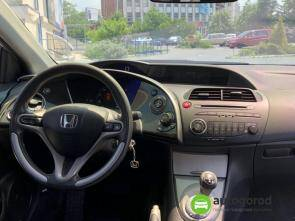 Авто Honda Civic 2008 года фото 7