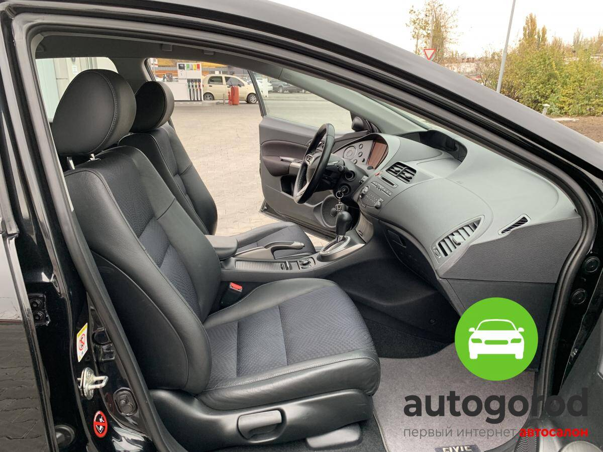 Авто Honda Civic 2010 года фото 8
