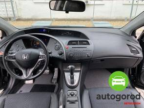 Авто Honda Civic 2010 года фото 9