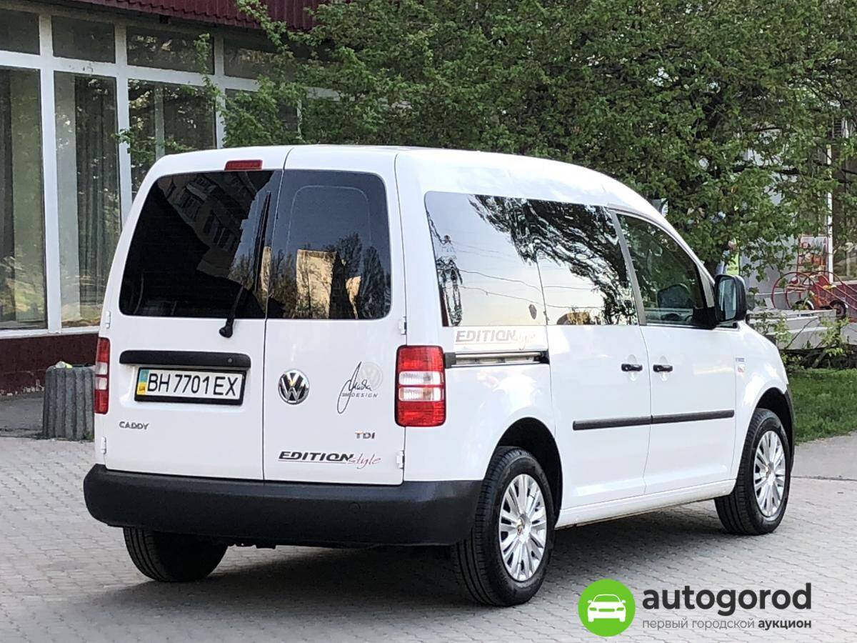 Авто Volkswagen Caddy 2011 года фото 6