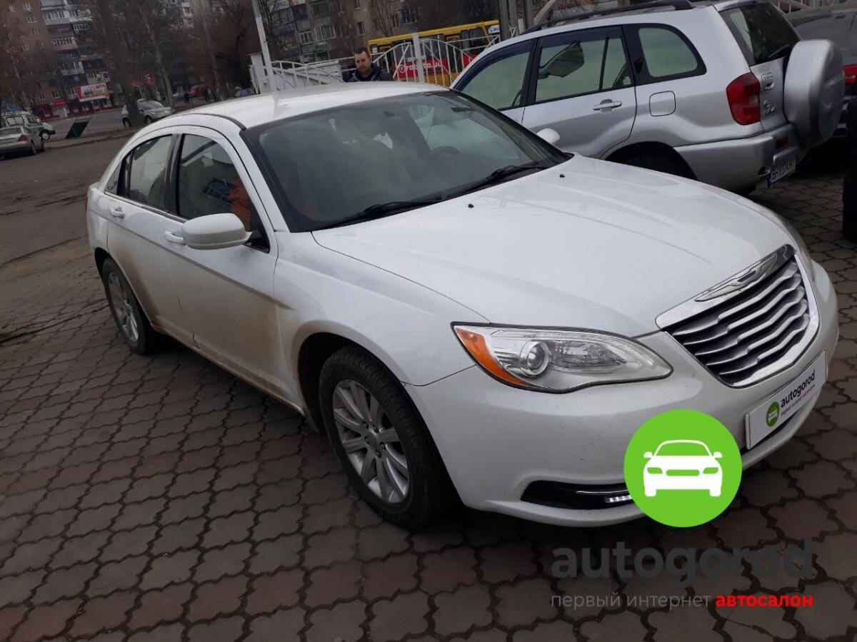 Авто Chrysler 200 Бензин фото 2