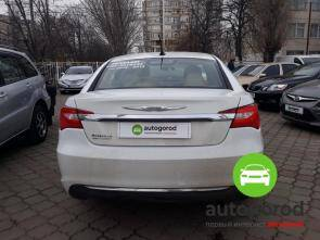 Авто Chrysler 200 2012 года фото 4