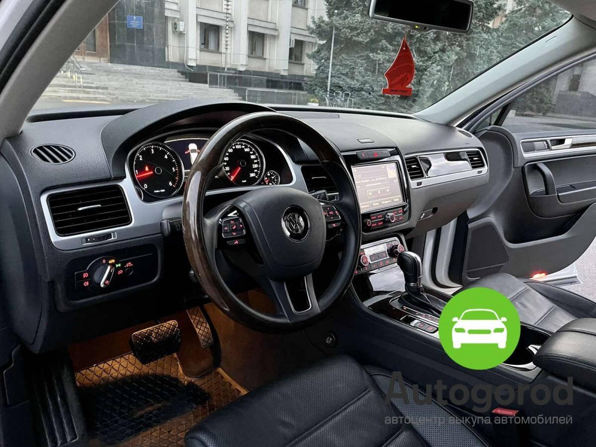 Авто Volkswagen Touareg                                         2012 года фото 8