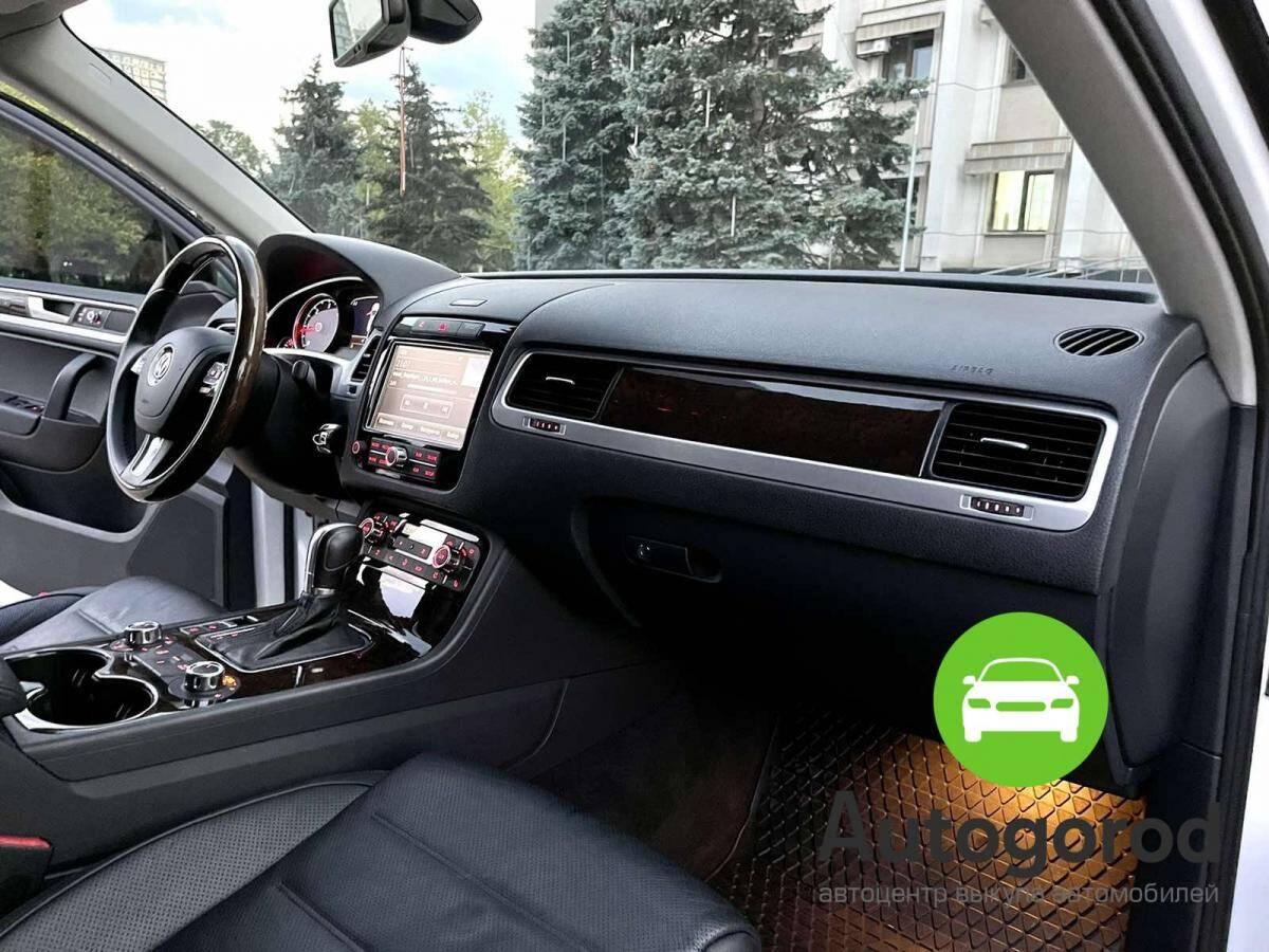 Авто Volkswagen Touareg                                         2012 года фото 10