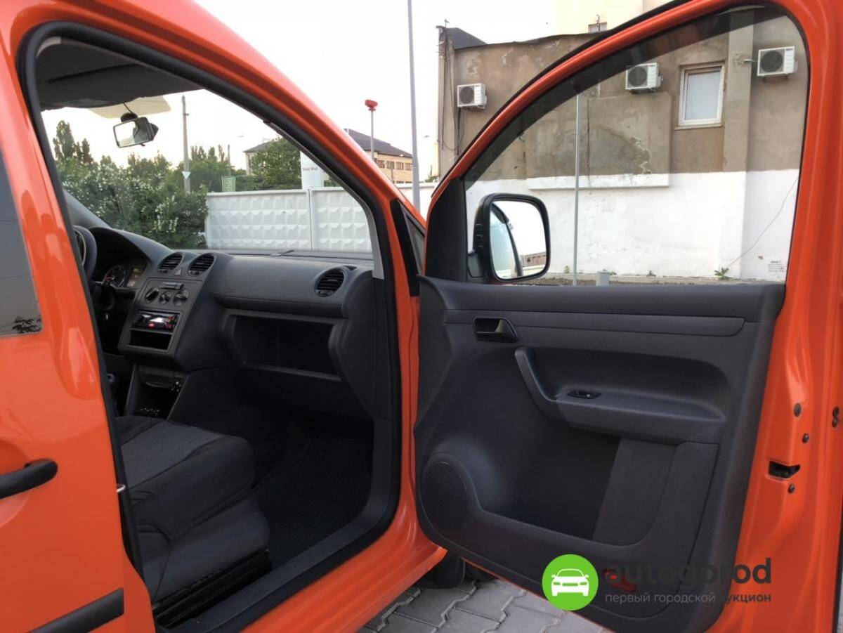 Авто Volkswagen Caddy 2011 года фото 2