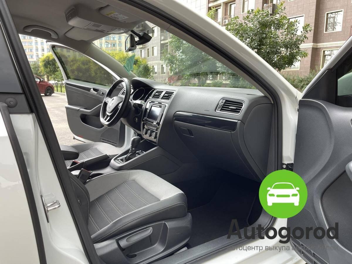 Авто Volkswagen Jetta                                         2016 года фото 10